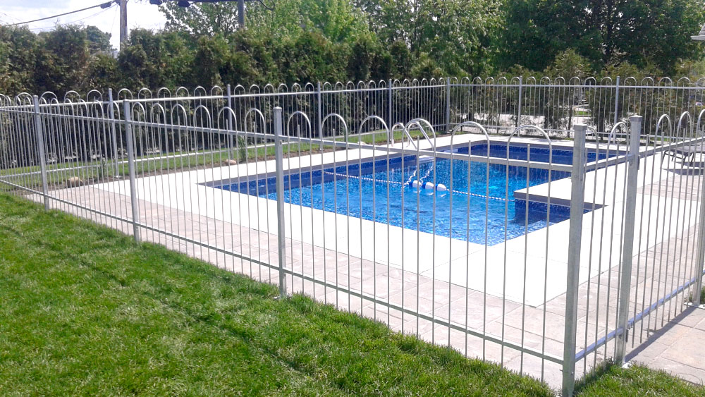 Cl ture piscine m tal qu bec for Cloture amovible piscine
